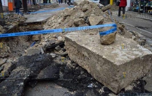 античные раритены лежат в Варне прямо под мостовой