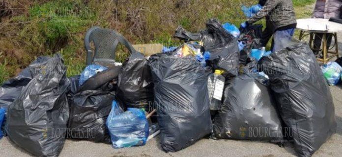Волонтеры собрали отходы с пляжей в Поморие
