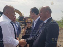 Премьер-министр - Бойко Борисов, вчера лично проинспектировал начало строительных работ по строительству объездной дороги в районе Поморие.