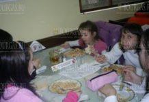 Сотни школьников в Болгарии получают помощь по программе Горячий обед