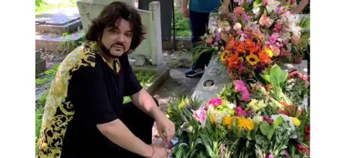 Филипп Киркоров пришел на могилу матери