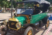 В Поморие прошел парад ретро-автомобилей