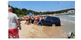 Авто застряло на пляже Перла в Приморско