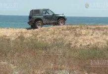 На дюнах пляжа возле Шкорпиловци паркуют авто