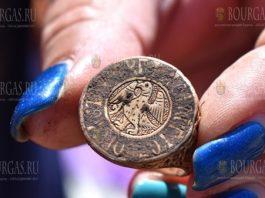 Археологи в Болгарии нашли богатое захоронение неизвестного аристократа