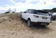 Range Rover утонул в песке на пляже в Приморско