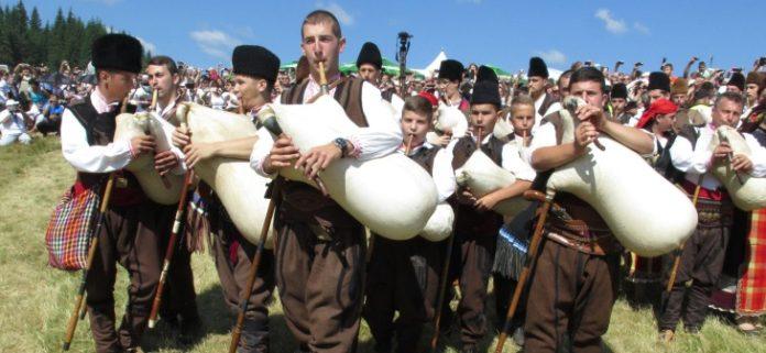 В село Гела в Болгарии приезжают волынщики со всего мира