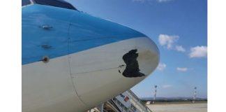 В Варне приземлился самолет с поврежденным носовой части