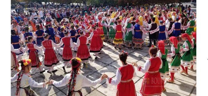 В селе Заря Саратского района прошел фестиваль болгарского народного танца - Есенне хоро в Камчика