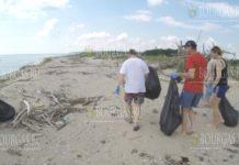 Волонтеры убирают пляж Черноморец возле Варны