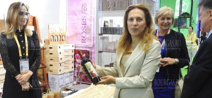 Вице-премьер-министр Болгарии - Мариана Николова, посетила болгарские павильоны на Международной выставке импортных товаров в Китае