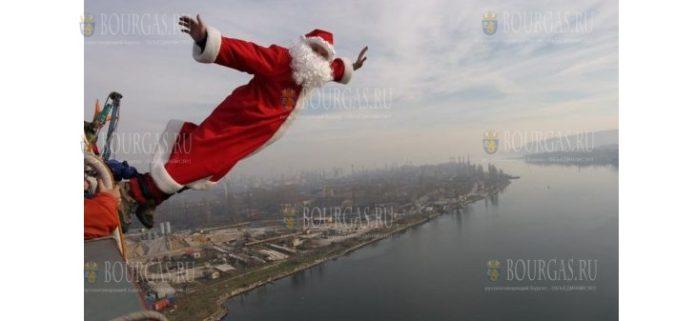 Дед Мороз в эти дни прыгает с Аспарухова моста в Варне