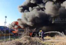 Вчера днем серьезно горела свалка автомобилей в Хасково