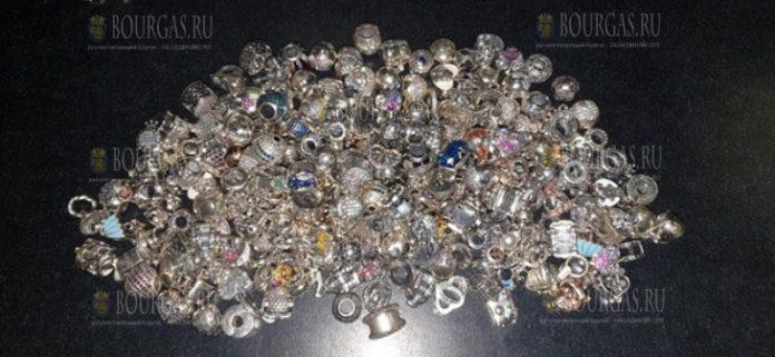Таможенники в Болгарии конфисковали почти 2 кило серебряных изделий