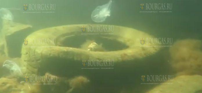 Водолаз убрал 20 шин с морского дна в районе рыбного порта в Созополе
