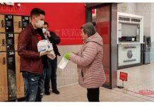 Более 8000 пенсионеров получили бесплатные маски в Варне