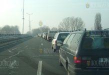 Километровые очереди на КПП в Бургасе
