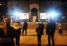 жители Бургаса встретили Пасху перед храмом Святых Кирила и Методия