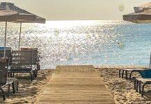 В эти дни проводят дезинфекцию пляжа и набережной в Варне