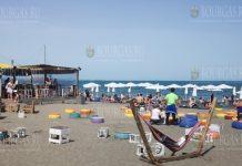 В Несебре первые отдыхающие заполняют местные пляжи