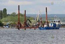 В Варненском озере ремонтируют трубопровод