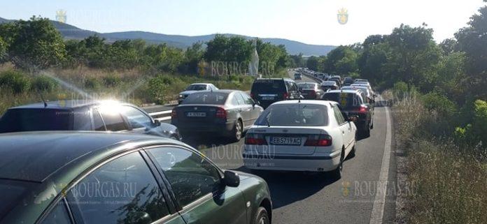 на автотрассе Черноморец - Бургас кошмарные пробки