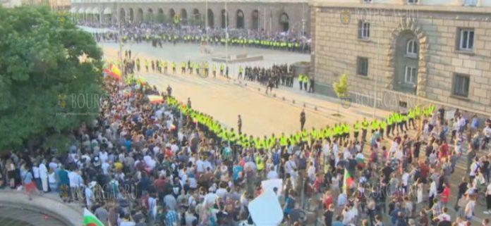 протесты в Софии Болгария, июль 2020 года