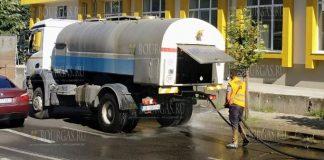 В Бургасе моют улицы