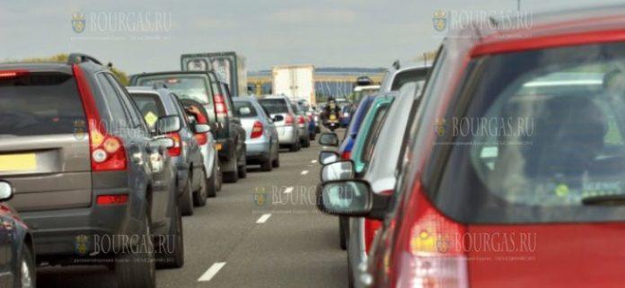 Многокилометровые пробки образовались на автомагистрали Тракия