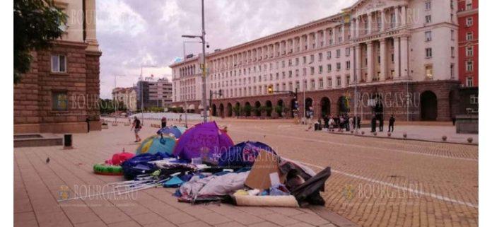 Сотрудники полиции в Болгарии разобрали палаточные городки антиправительственных демонстрантов