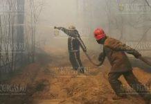 Военнослужащие болгарской армии помогают в тушении пожаров в стране