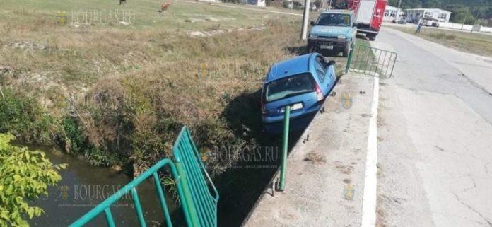 В Болгарии водитель не справилась управлением и проехала... мимо моста