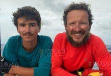 Болгары, отец и сын переплыли Атлантику