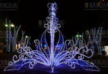 Варну наряжают к предстоящим Рождественским и Новогодним праздникам