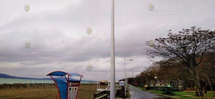 На Набережной в Бургасе монтируют новое освещение