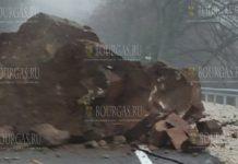 Огромная скала закрыла путь к Рильскому монастырю
