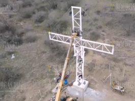 Огромный светящийся крест поднялся на Пасху в районе Айтоса